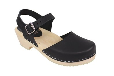 lotta-from-stockholm-low-wood-low-heel-clogs-in-black-leather_13368392